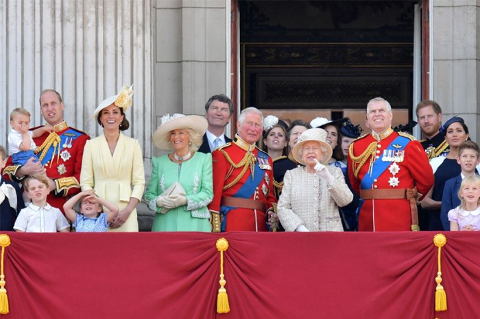 Trooping the Colour 2019:喬治王子厭世臉再次出現,跟弟弟這套歷史性穿搭一樣搶鏡!