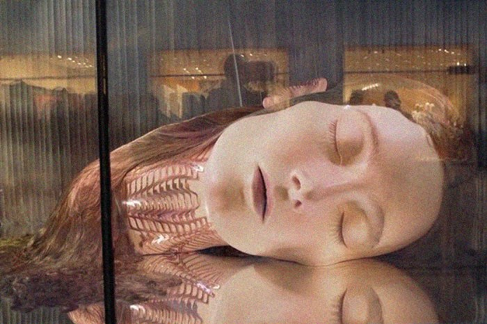 當夢與現實糾纏不清,為什麼會有一顆人頭躺在 Swarovski 店內?