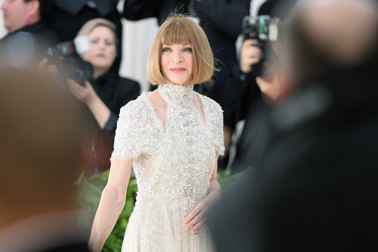 Anna Wintour Suggests Sleeveless Dress for Staying Stylish in Hot Weather