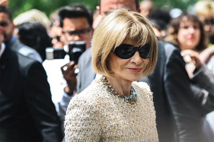 Anna Wintour 穿 T 恤看 Chanel 高訂?竟還可以這麼優雅有氣場!