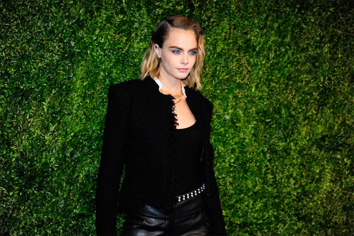 Cara Delevingne Supermodel Comic Con San Diego Carnival Row Vignette Stonemoss Dior Diorshow On Stage Liner in Matte Blue topknot hairstyles Hollywood Actresses