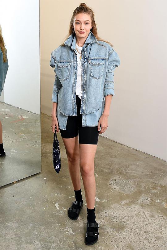 Gigi Hadid  示範 Birkenstock 今季最時尚的造型