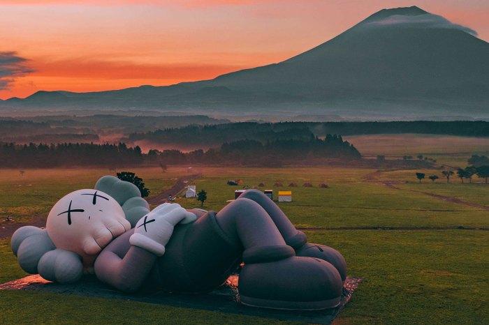 《Kaws:Hoilday》東京第四站終於開鑼!躺在富士山前悠閒得很!