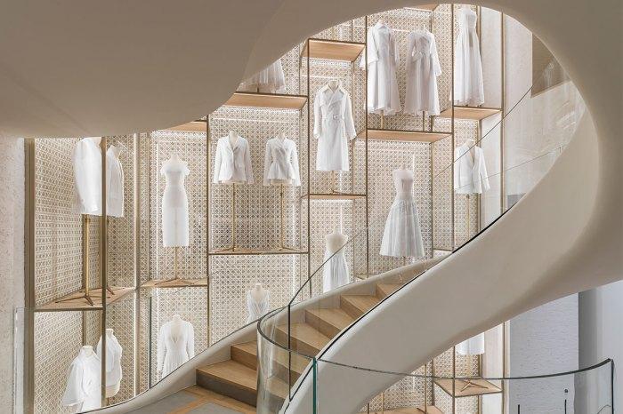 Dior 巴黎全新精品店外牆太壯觀!開幕期間更有獨賣袋款