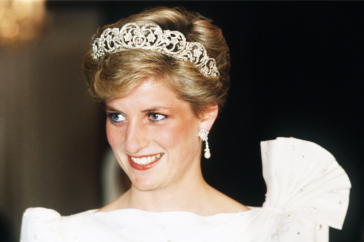 Princess Diana Lady Diana Short Hair Wavy Bob Hairstylist Sam McKnight Vogue shooting Richard Dalton Hair Cut British Royal family