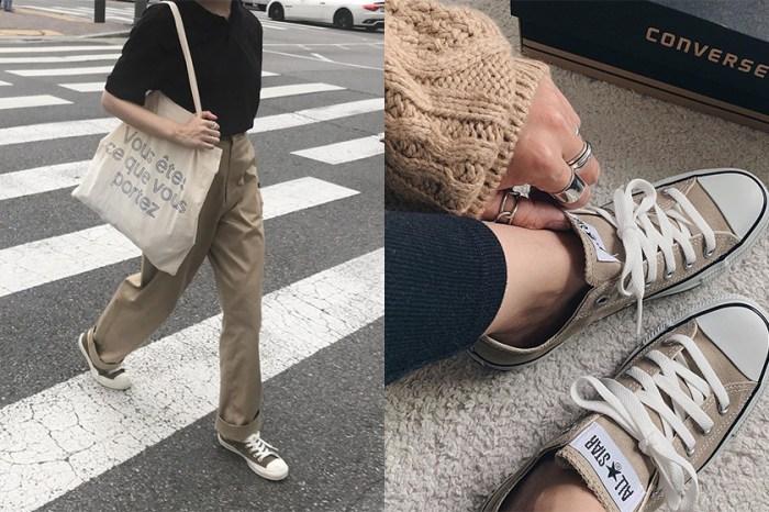 簡約中的小巧思:沒想到這雙看似基本的 Converse 帆布鞋竟可以 DIY 剪成短筒版本!