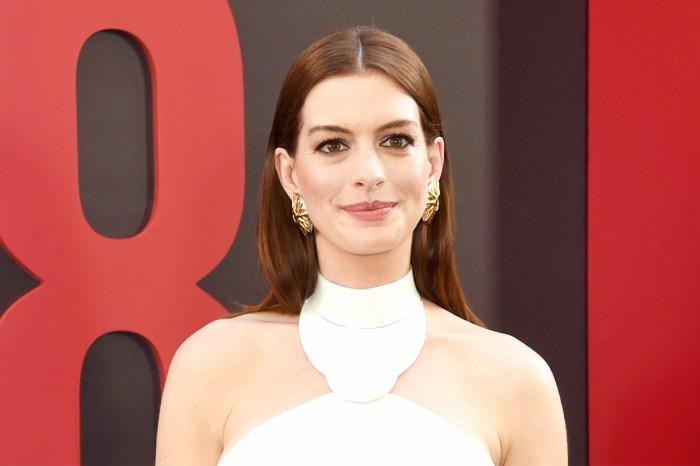 以黑天鵝眼妝冷艷登上封面,Anne Hathaway:16 歲時,他們囑咐我不能再增磅!