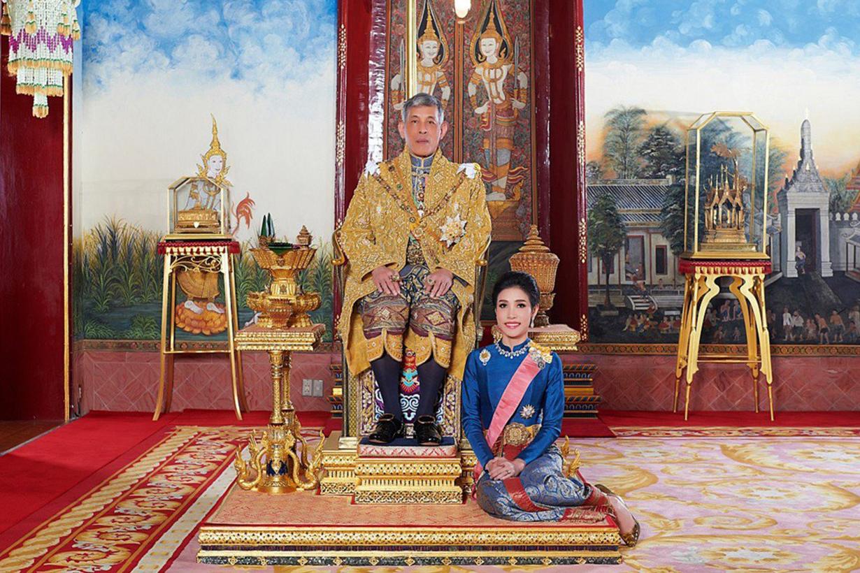 thai palace releases rare images of kings royal consort sineenat wongvajirapakdi