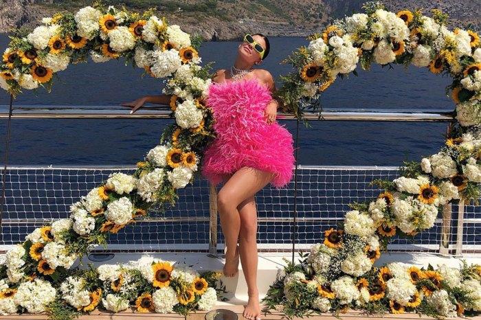 Kylie Jenner 超狂生日派對!女兒萌爆獻唱生日歌