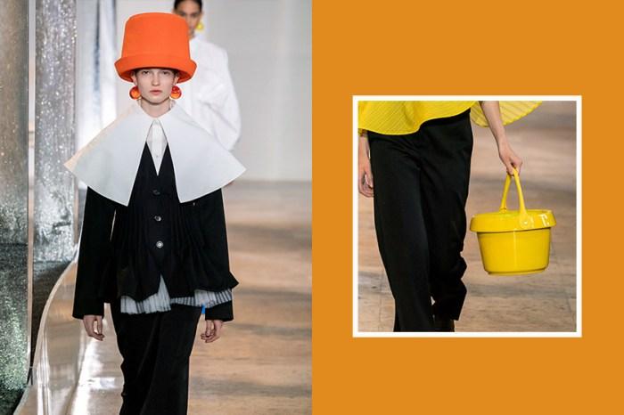 #PFW:Nina Ricci 在頭上戴著水桶、拎做手袋,展現法式浪漫童趣可愛的一面!