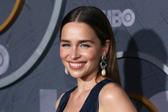 龍母化身女神!Emilia Clarke 換上長直髮,性感指數更直線上升