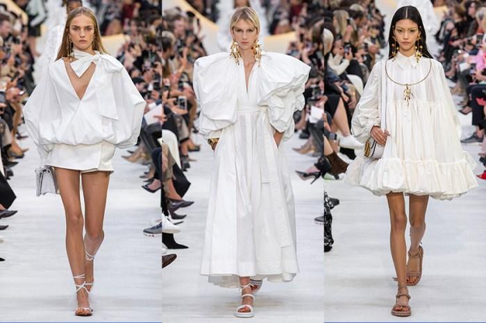 #PFW:沈澱在一片全白下,Valentino 以白襯衫為基調做出夢幻變奏曲!