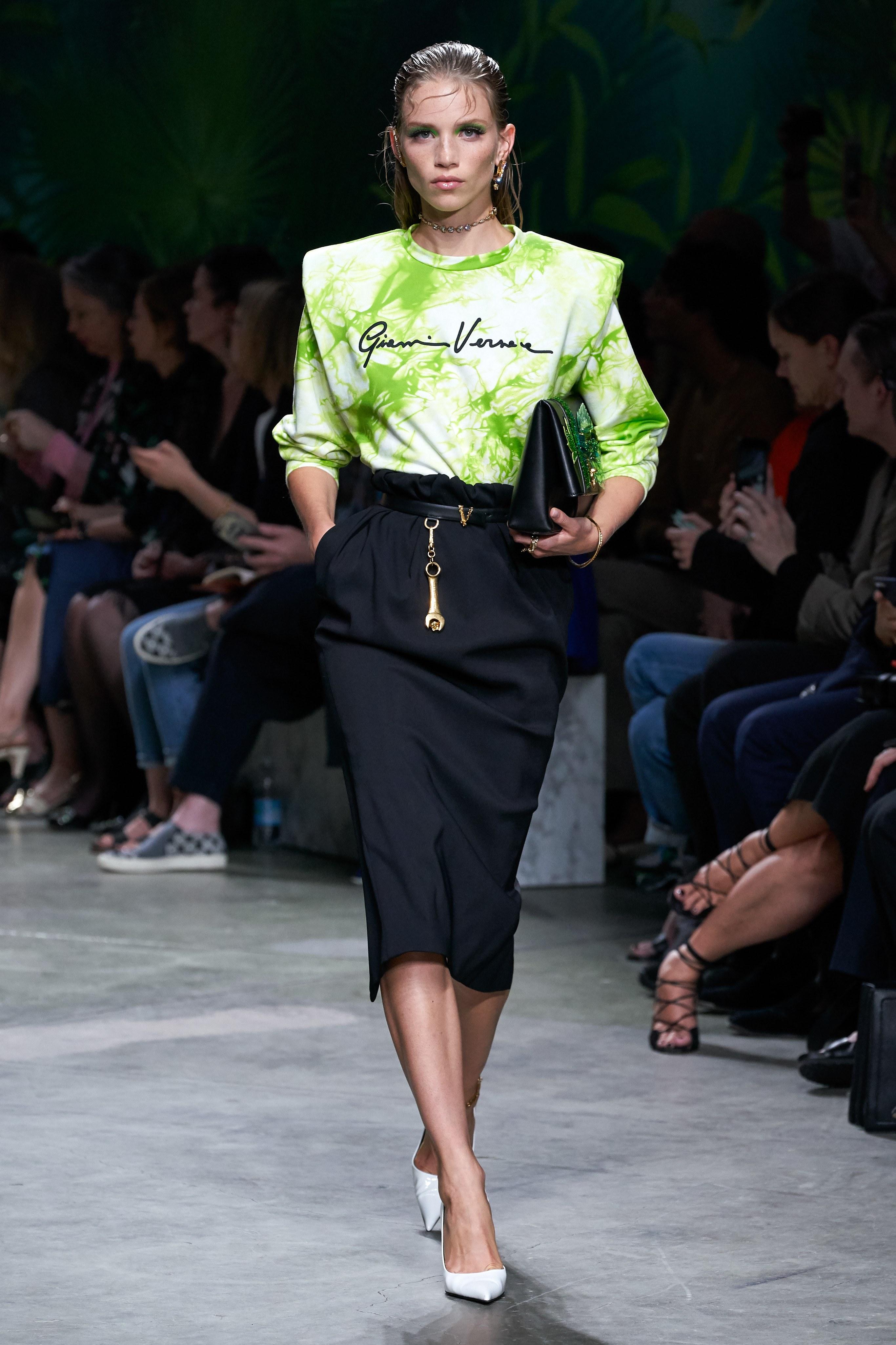 versace mfw jennifer lopez jungle sexy dress 2020 ss throwback