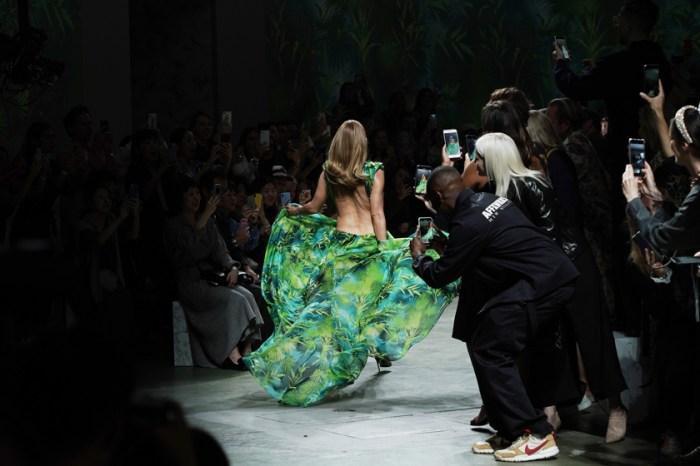 #MFW:在 2020 春夏大秀的最後… Versace 藏了驚喜,讓全場起立鼓掌!