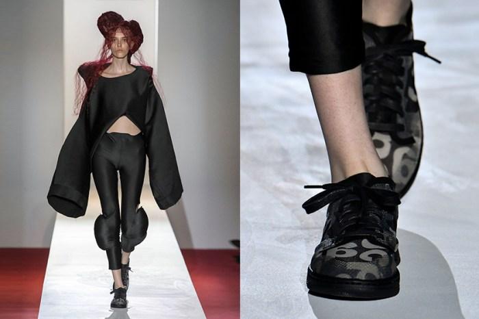 秀上曝光:Comme Des garcons x Nike 半透明波鞋,踩在模特腳下掀起討論!