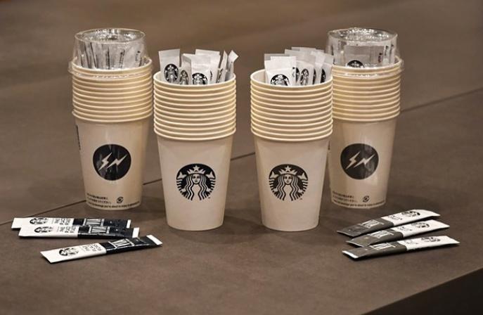 繼冰飲後,fragment design 跟 Starbucks 再次聯乘推出最潮即沖咖啡套裝!