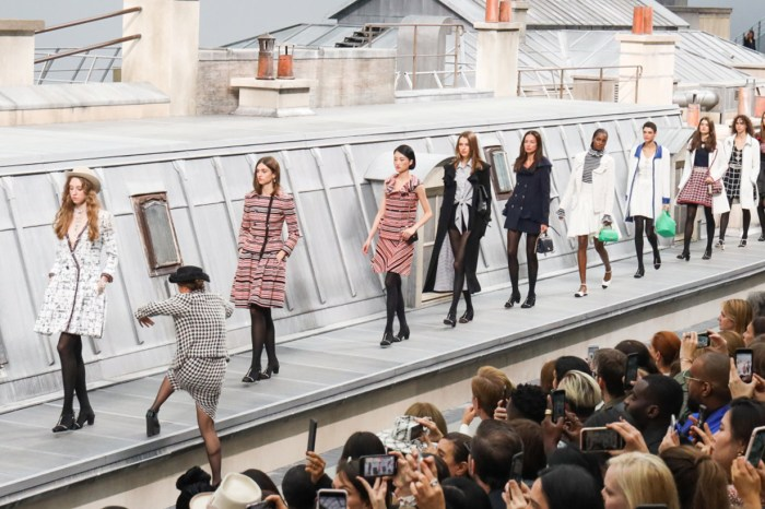 #PFW:硬闖 Chanel 天橋的不速之客,到底是誰?原來早已有前科!