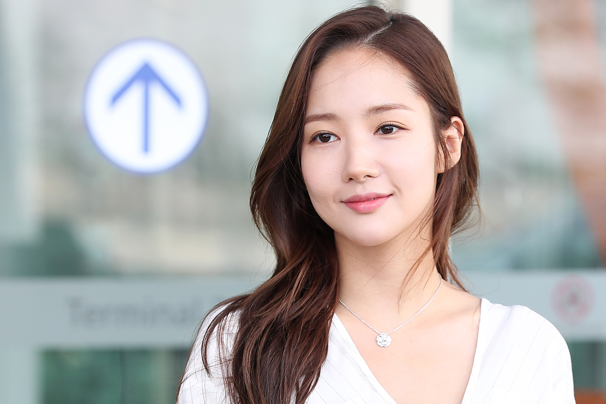 Park Min Young Rachel DPC Launching in Shanghai Princess look Airport fashion style korean idols celebrities actresses