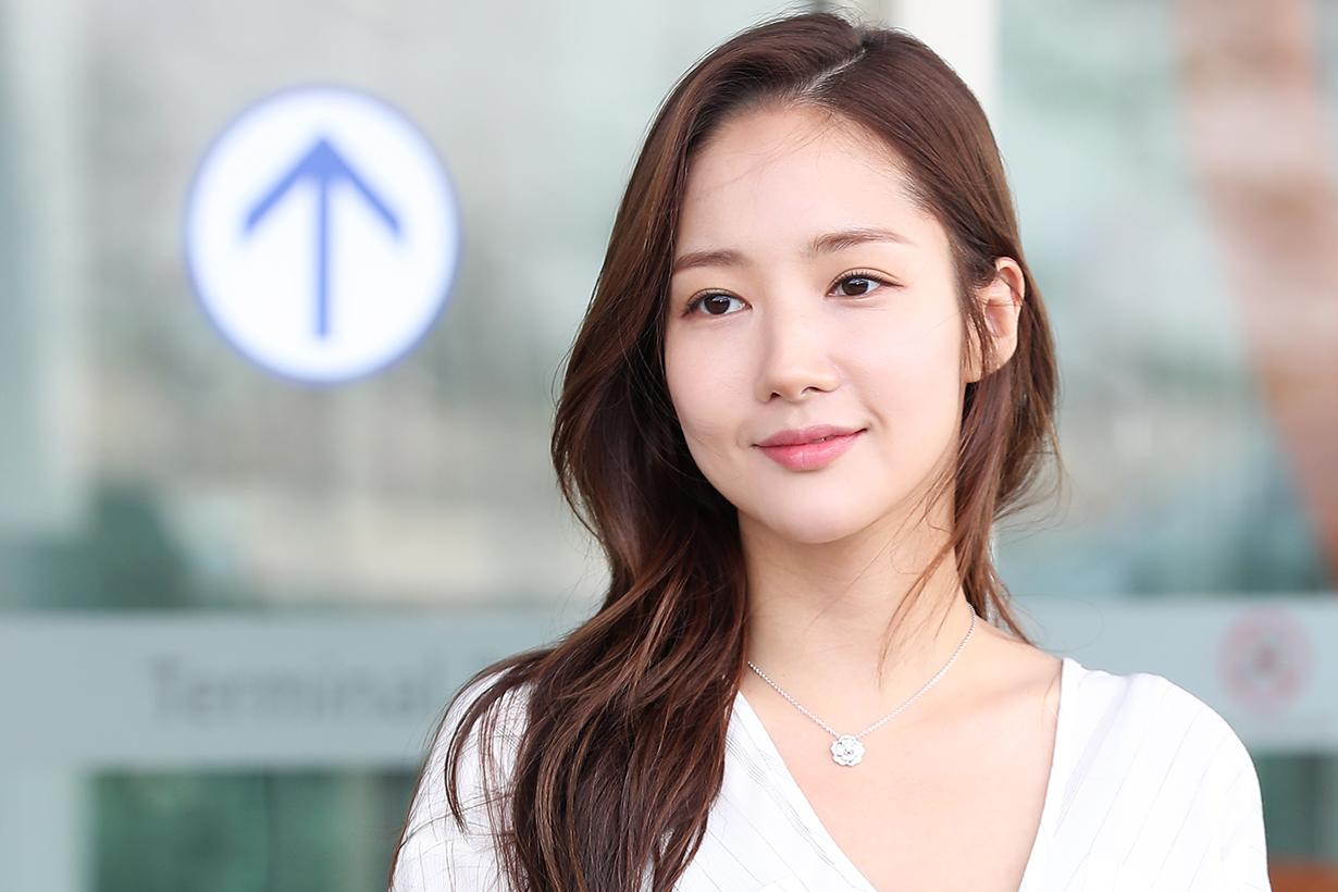 Park Min Young Rachel DPC Launching in Shanghai Princess look Airport fashion style korean idols celebrities actresses