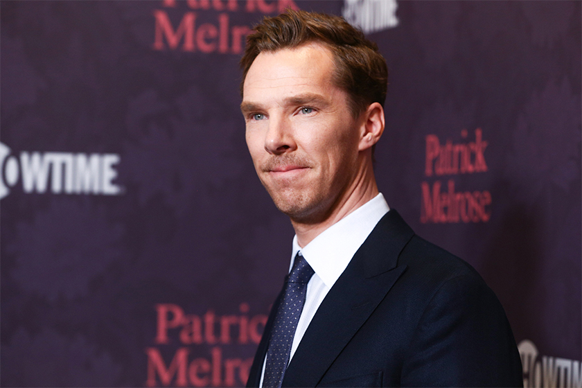 Benedict Cumberbatch goes undercover on twitter responds real comments but blocked by fans