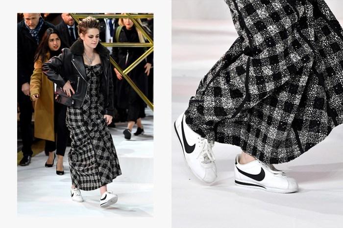 Kristen Stewart 紅毯上又將高跟鞋脫掉,禮服搭配 Nike 波鞋意外成為亮點!