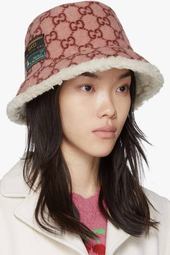 gucci pink monogram bucket hat fleece logo