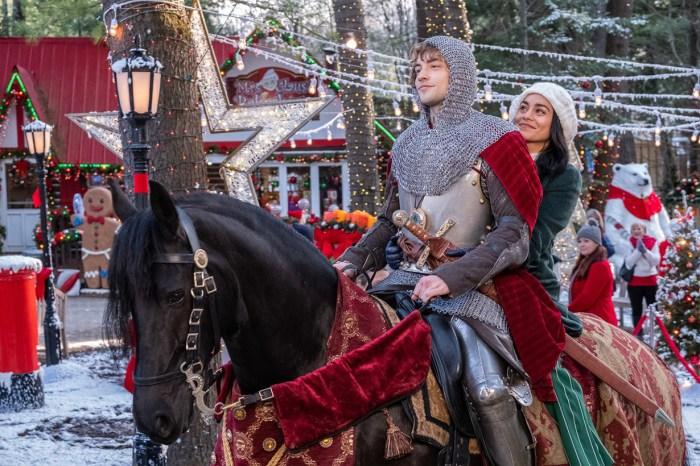 Netflix 新作《現代聖誕騎士》-這樣複製式浪漫電影,女生們還需要多少套?