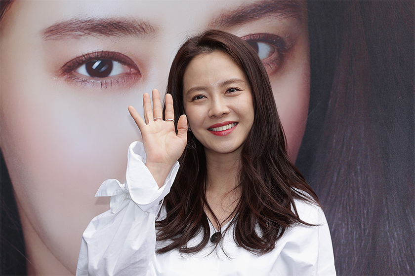 Song Ji Hyo wedding guest outfits