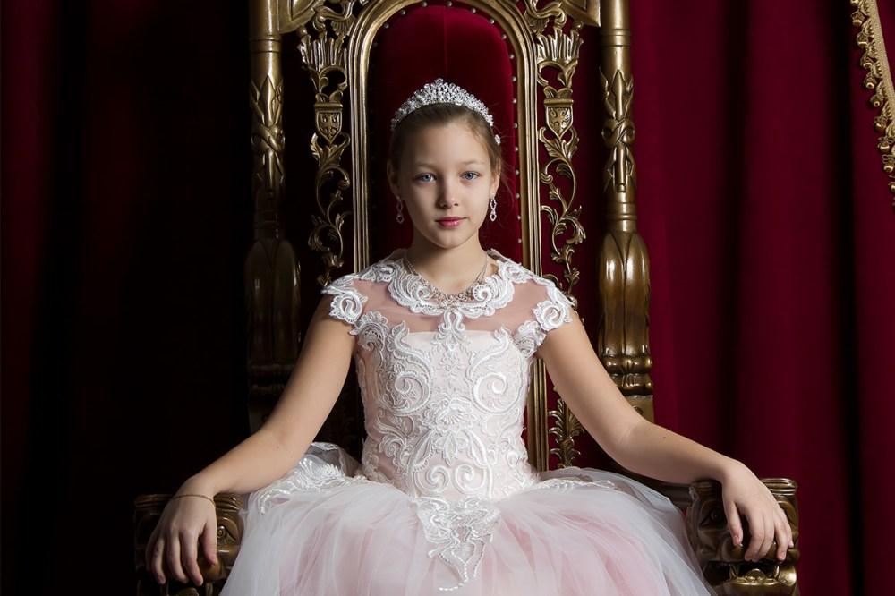 Alice's-Christmas-Wonderland Queen