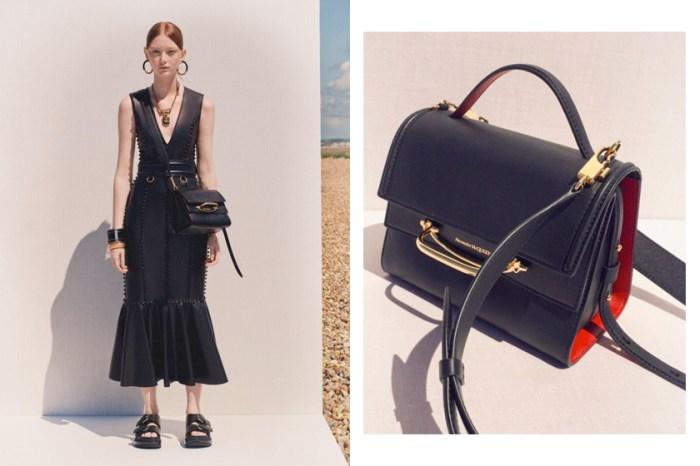 即將成為下一款熱搜 It Bag:Alexander McQueen 新推出 3-Way 手袋,簡約摩登又實用!