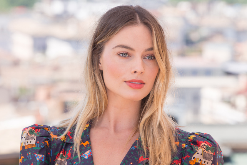 margot robbie blush makeup tips how to layer