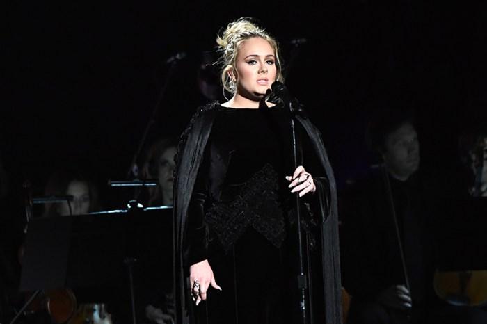 瘦身有成的 Adele 罕以短裙造型到海邊戲水,網民都在議論這張相片!