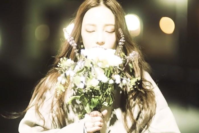 由黑白走向彩色的畫面:從具荷拉留下的最後一支音樂 MV 再次懷念這個女孩!