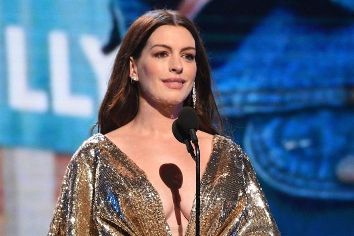 Anne Hathaway 產後以閃金戰袍現身頒獎禮,高貴性感成全場焦點!