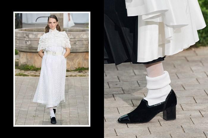 隨著 Chanel 春夏高訂系列登場,這一雙學生時代的經典鞋款又將大勢回歸?