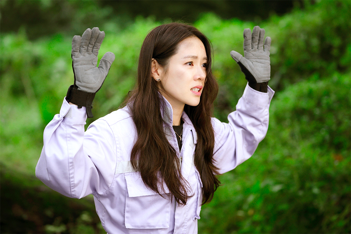 Crash Landing On You Son Ye Jin Hyun Bin Netflix tvN Korean Drama North Korea celebrities drama makeup hairstyles korean idols celebrities actors actresses