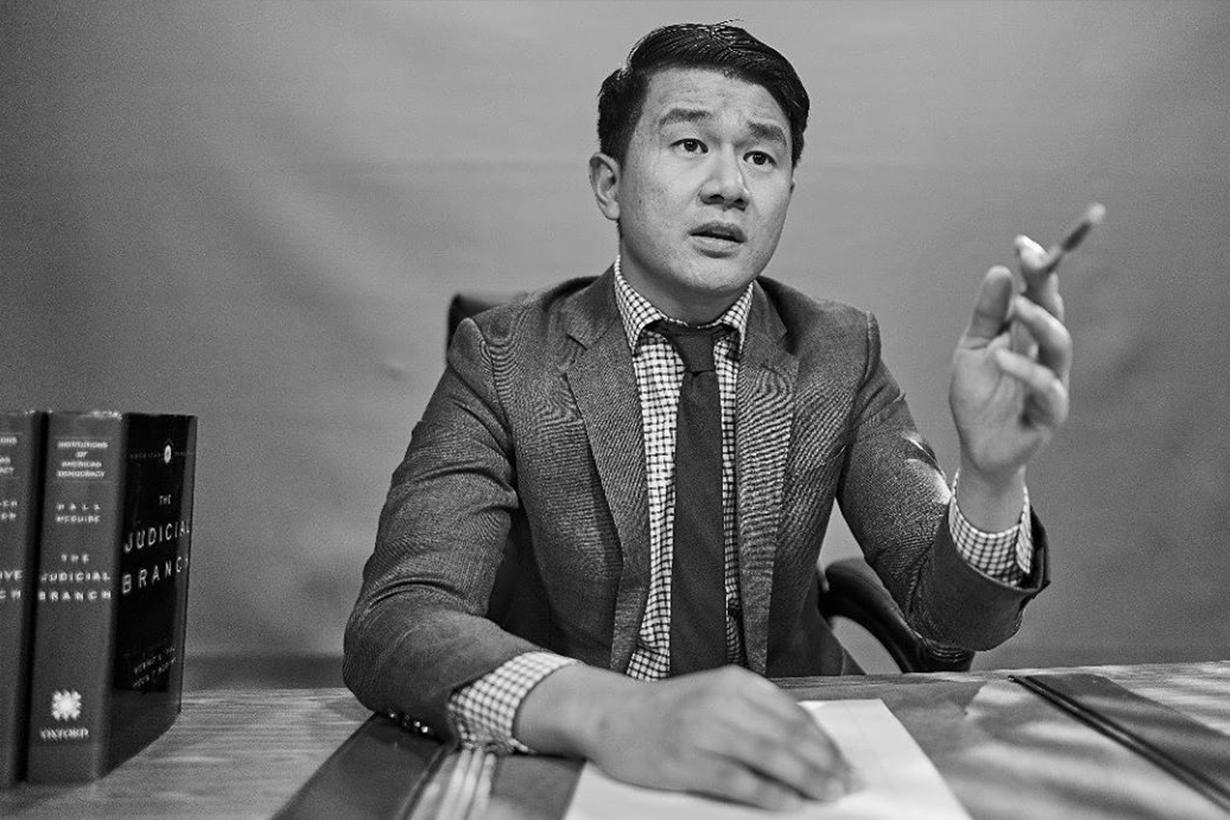 因「Hope You Get Rich」而重上熱搜榜的 Ronny Chieng,到底是誰?