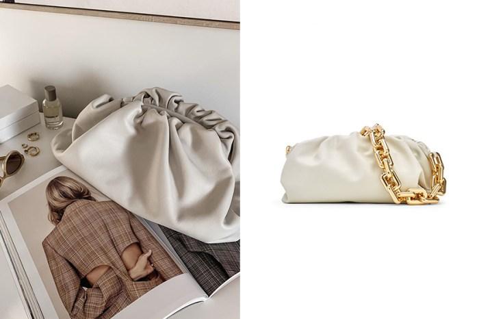 將掀起潮流:時尚女生最愛的 Bottega Veneta 雲朵手袋現在多了一條金屬掛鏈!