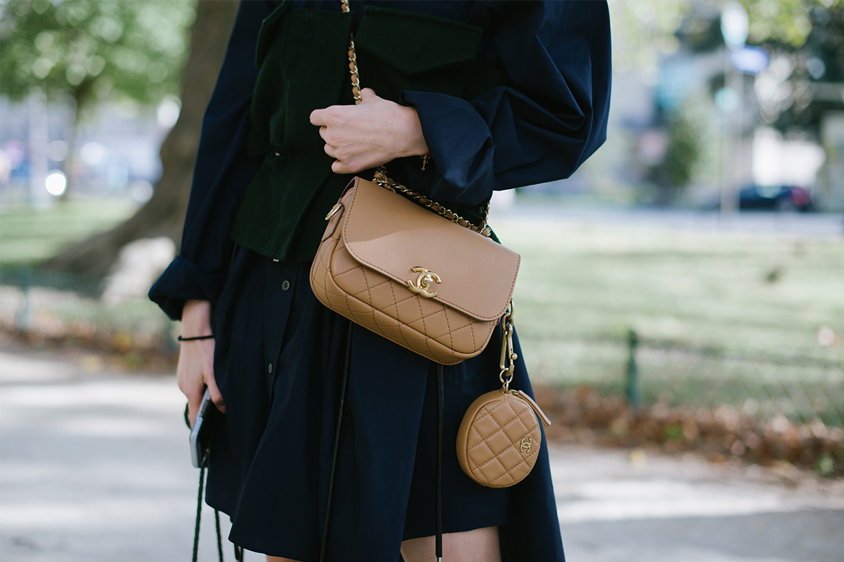 These are the 5 things you should know before buying your first designer handbag