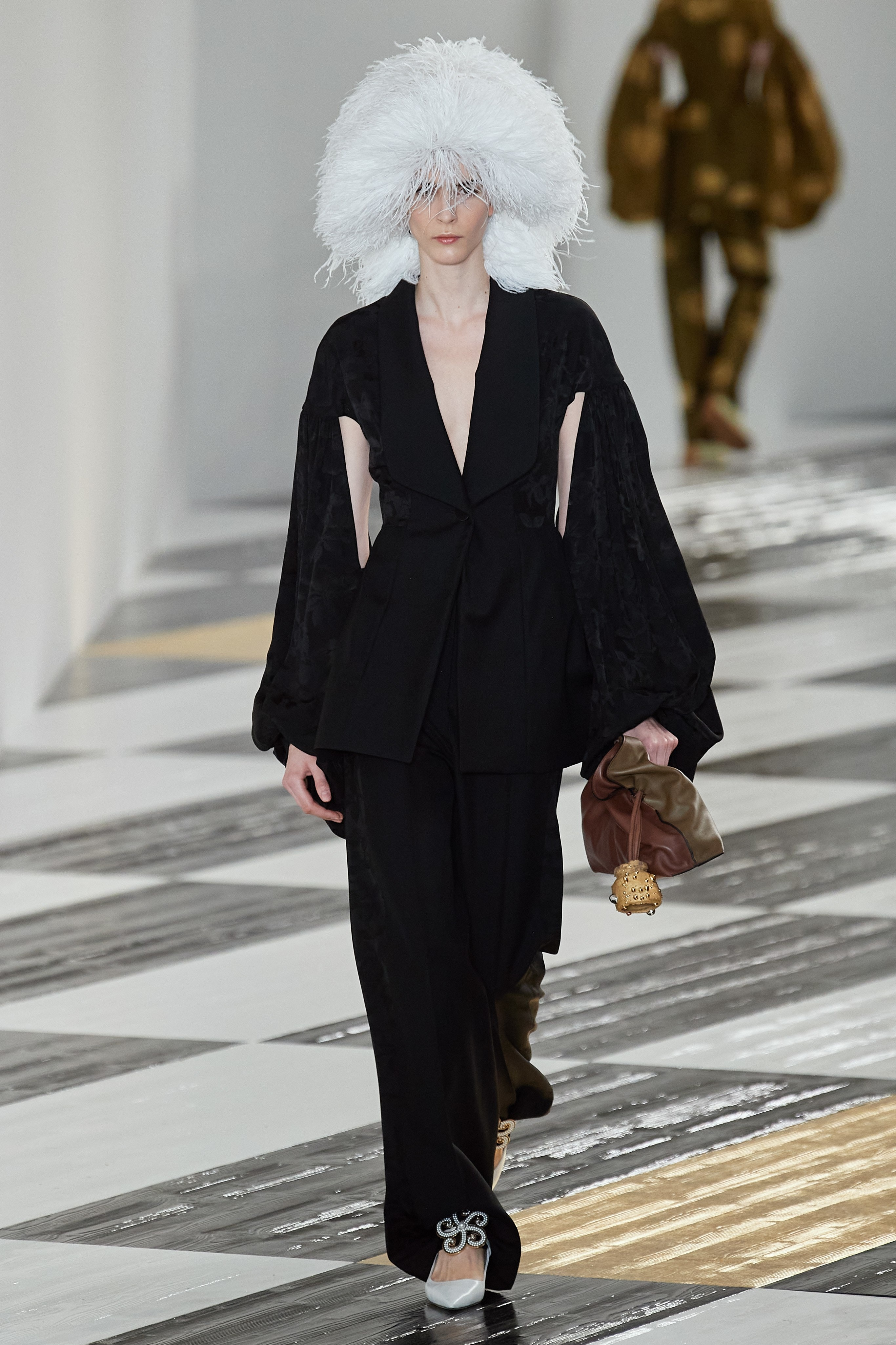 Paris fashion show fall 2020 ready to wear loewe collection