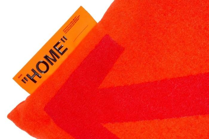 為房間佈置加分:Off-White 居家用品系列「HOME」再度推出一款質感抱枕!