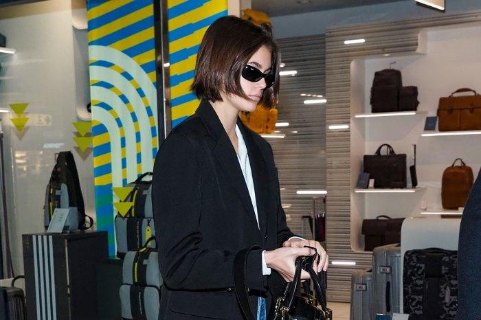 Kaia Gerber 以隨性超模 Look 踏出機場,球鞋卻來自這個大眾品牌!