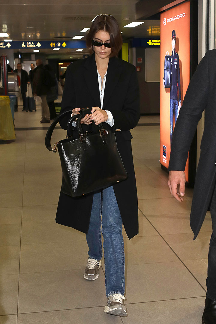 Kaia Gerber's New Balance Sneakers Are Perfect Airport Shoes