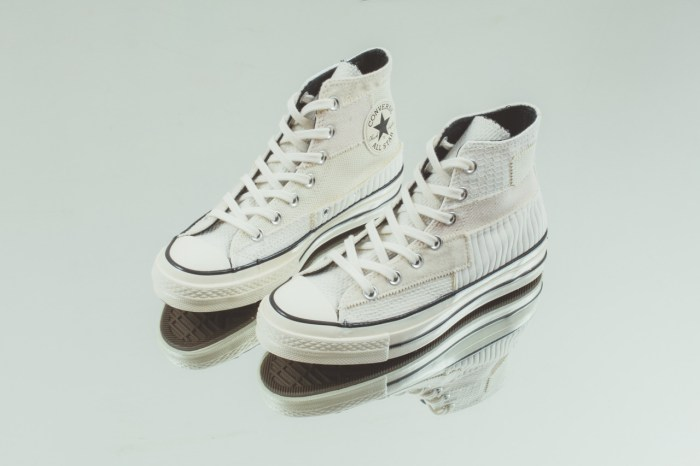 滿載細節的奶油白色,添入復古感拼貼設計,下一雙 Converse 購物清單就是它!