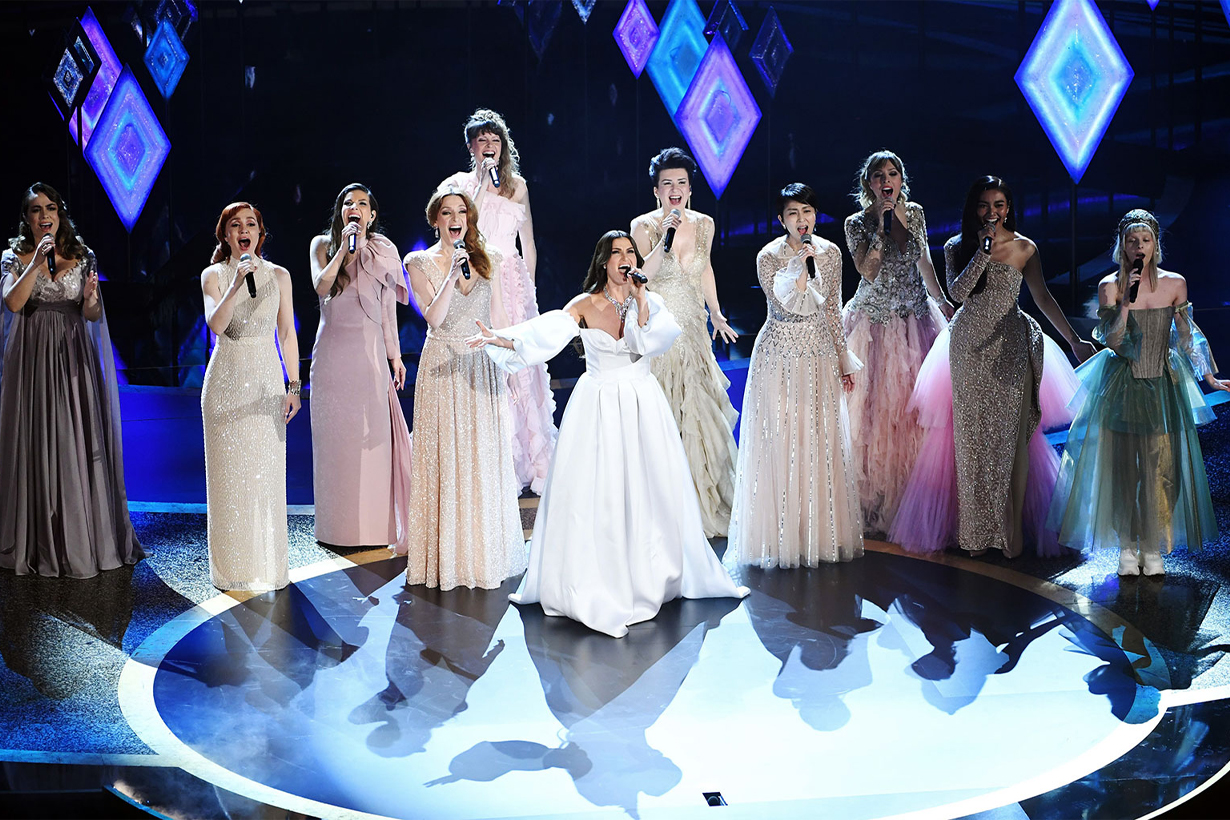 Idina Menzel Sing 'Into the Unknown' With Nine Other Elsas at 2020 Oscars