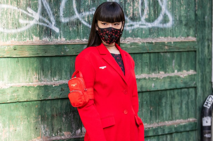 #PFW:時裝週的場外焦點,秋元梢證明了戴上口罩街拍也能很時髦!