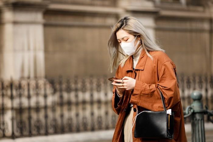 戴口罩也可以很時尚:秀場外的街拍,證明防疫同時也要顧形象!