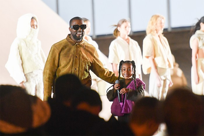 Kim Kardashian 女兒時裝展獻唱,不但被取笑,更惹上不尊重原創負評…