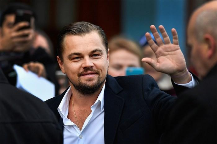 Leonardo DiCaprio 被遊客問路,可愛的反應立即擄走粉絲的心!