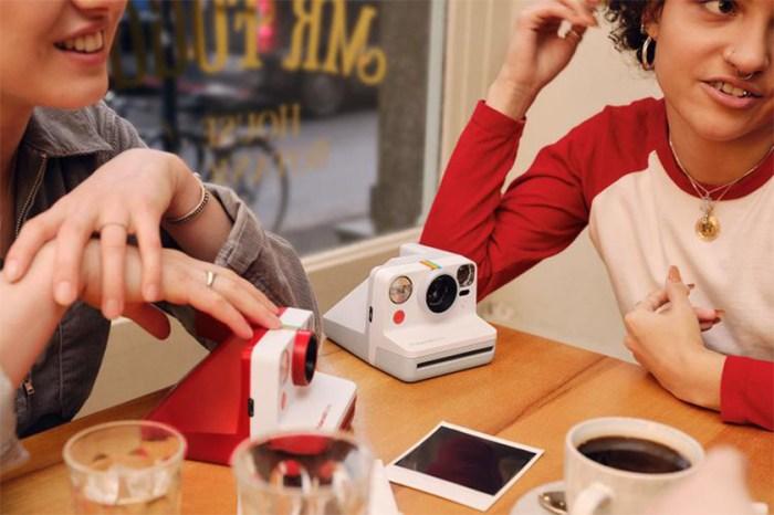 全新 Polaroid 相機登場!除了經典黑、白外,還有限定彩虹顏色!